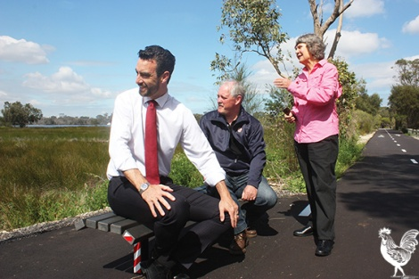 • Baigup Wetlands Interest Group coordinator Penny Lee tells Tim Hammond MP and Bayswater mayor Barry McKenna that the Baigup Wetlands are a nationally registered coastal saltmarsh threatened ecological community.